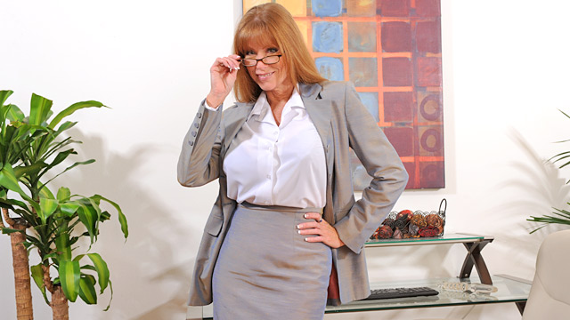 Darla Crane mature women video from Anilos