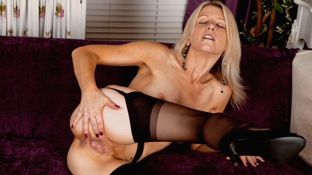 Beautiful mature blonde annabelle brady loves to fuck - 2 part 7