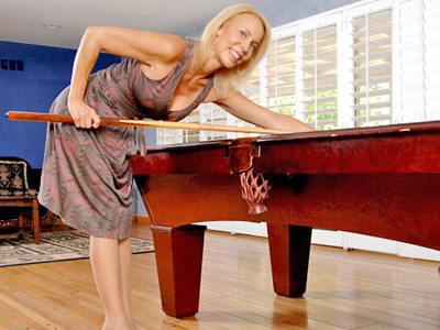 Leggy Anilos lady teases her clit recluse a vibe on the pool table