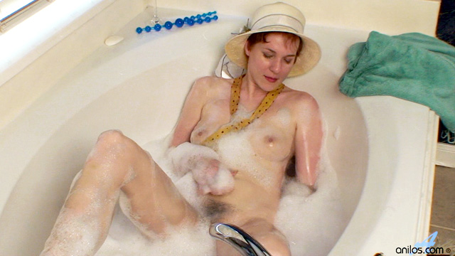 Classic beauty Gigi stuffs her hairy pussy with anal beads in the tub