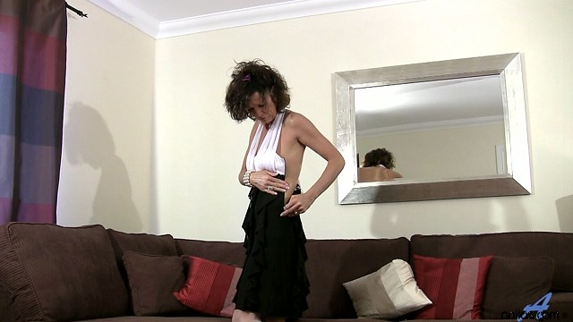 Older milf India plays with her pussy in lingerie