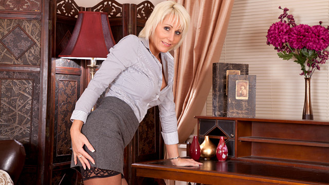 Jan Burton mature women video from Anilos