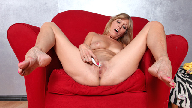 Freshest Mature Women On The Net Featuring Anilos Jennifer Daft Sex 1