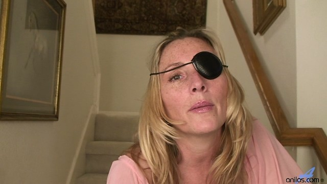 Freckle faced cougar slips off her pirate costume to masturbate