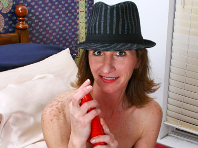 Playful cougar uses a marital-device to make her aged cookie cum