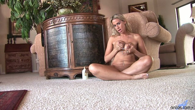 Kylie Worthy gives herself a full hardcore rub down
