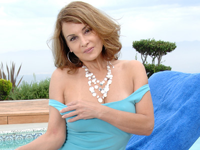 Milf Rebecca Bardoux pounds her pussy with a glass toy alfresco
