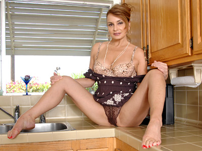 Foxy housewife gets off wizen the magic wand on the kitchen counter