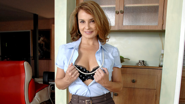 Rebecca Bardoux mature women video from Anilos