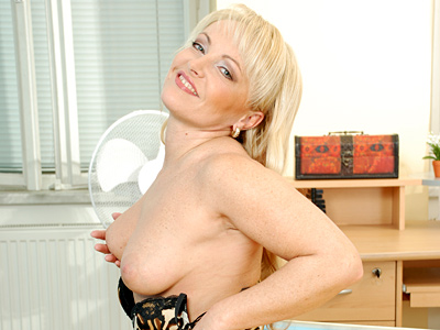 Anilos grandma rides a cock with her experienced cougar pussy