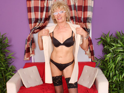 Sexy mature sixties cougar in glasses stuffs her pussy with fingers