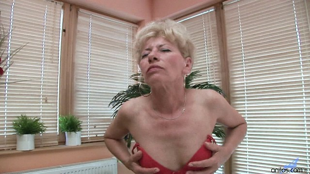 Anilos Susan Lee rubs her clitoris until she has the ultimate orgasm