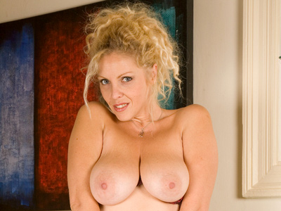 Foxy blonde Anilos stuffs her wet pussy with appall glconsternationss dildo