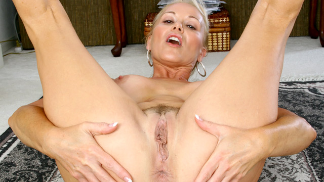 Gorgeous blonde milf plays and cums 9