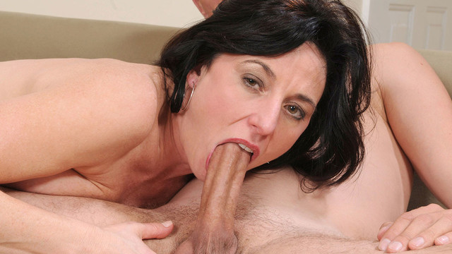 Amateur mom sucking and fucking
