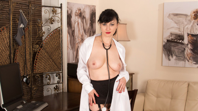 Bigtit nurse gets naughty with her hairy