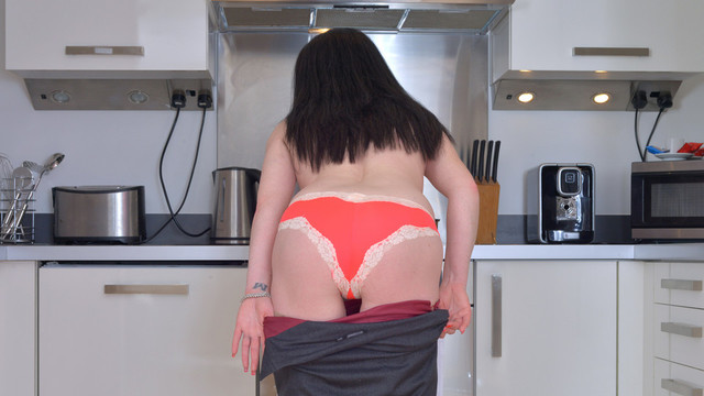 Naked In The Kitchen - Anilos.com