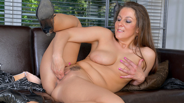 Hot horny milf Valentina Ross is dependably up for a decent time.