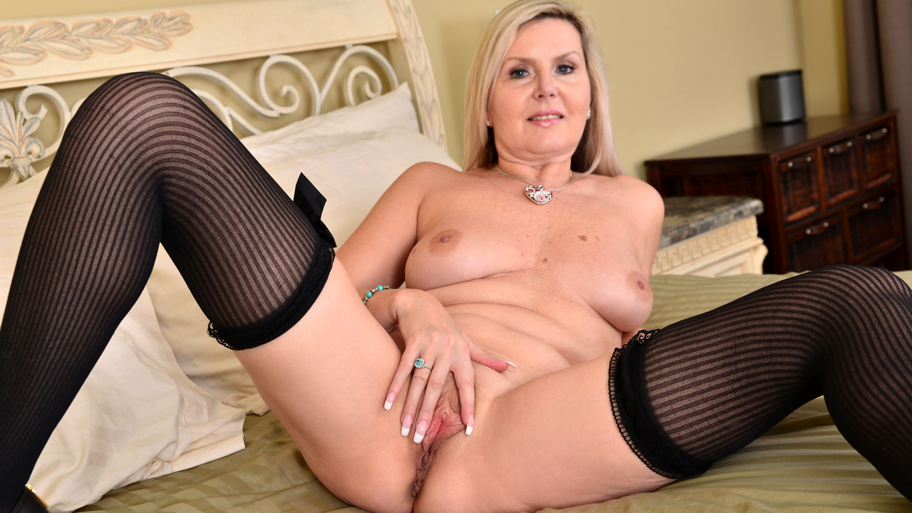 Anilos.com - Velvet Skye: Better With Age