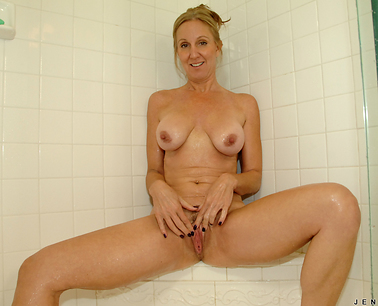 toys-in-her-shower