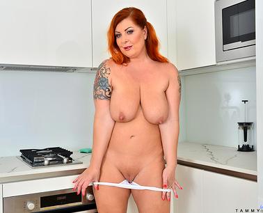 cumming-in-the-kitchen