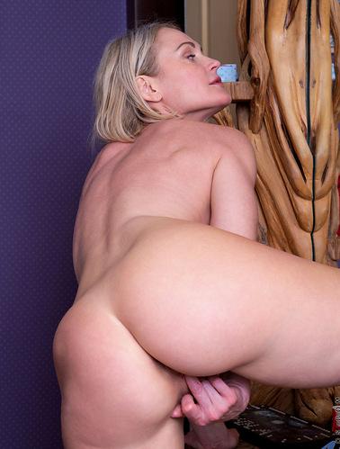 naughty-with-nata