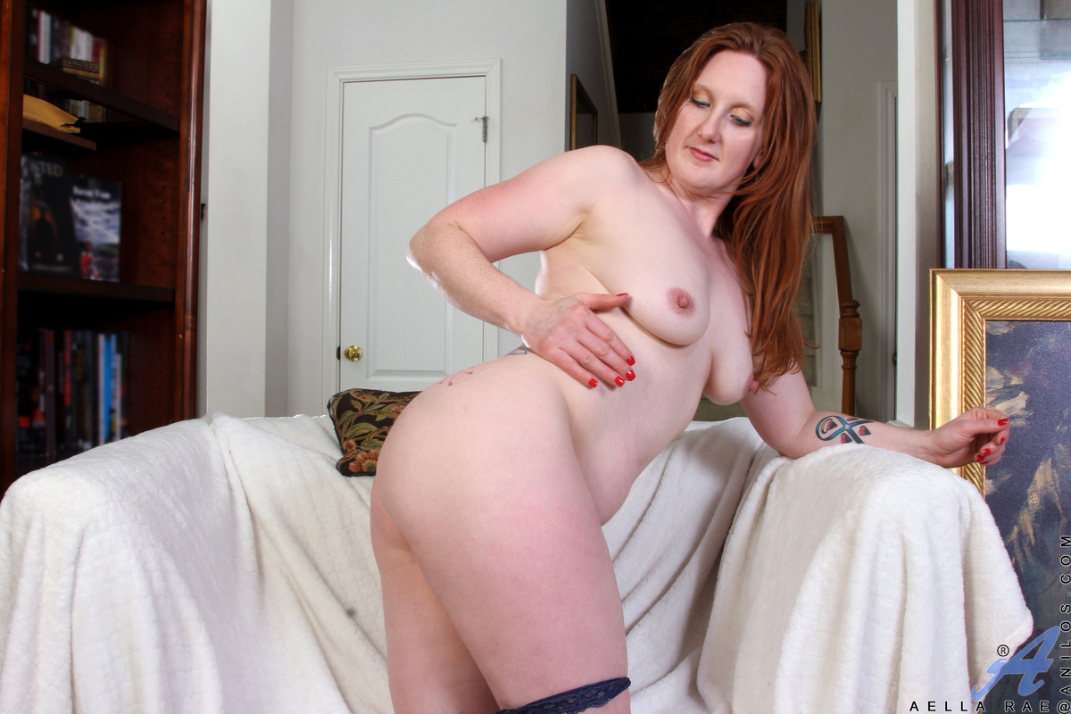With such big titties, why would Aella Rae want to wear anything but tight form-fitting clothes? Of course, naked is the best look of all on this busty mommy. Watch her tease herself with a vibrating toy as she peels off her bra and panties and goes to wo