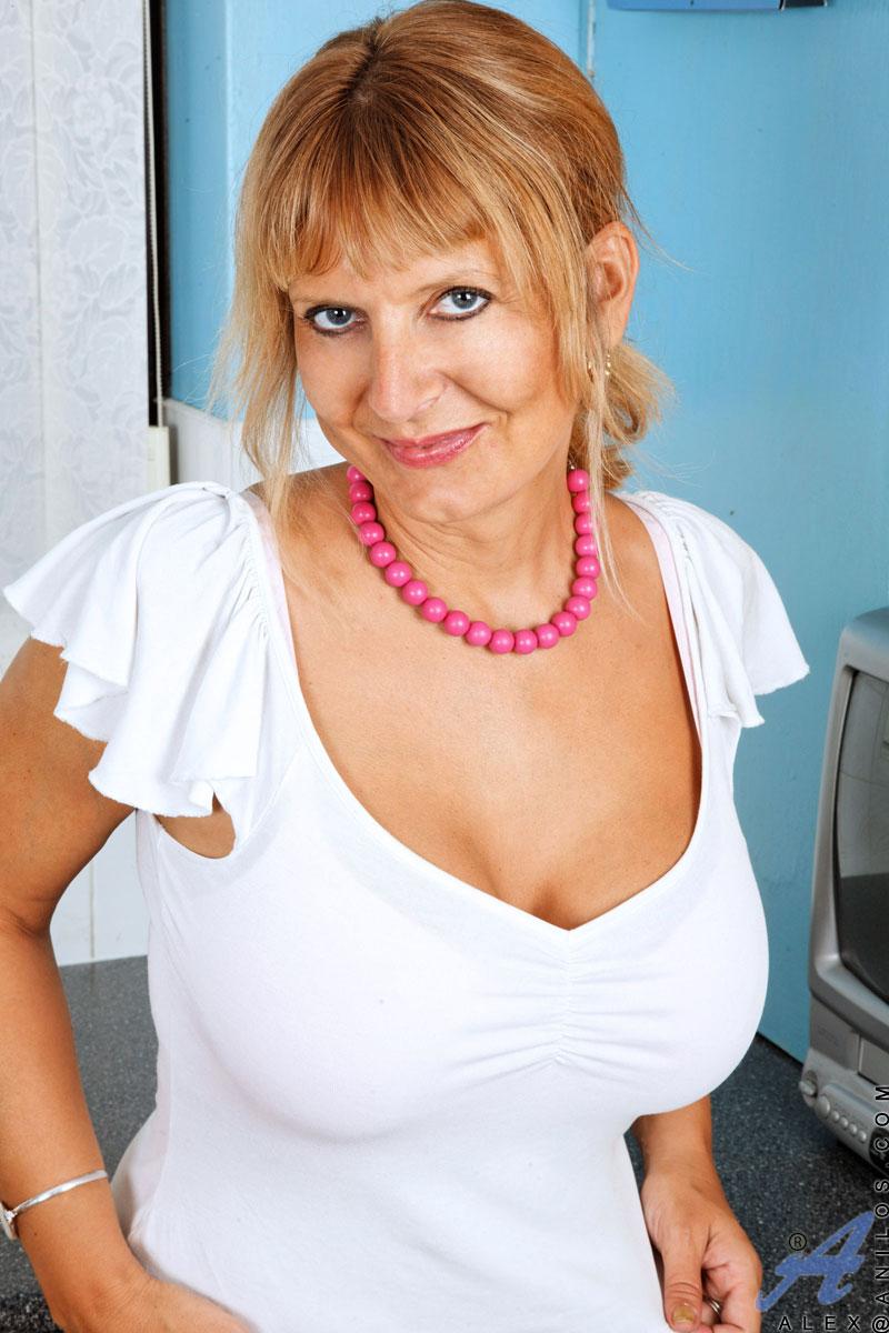 alex mature woman naked