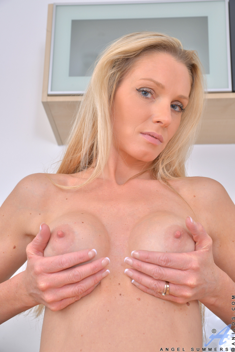 While doing household chores, slender mom Angel Summers can't stop her hands from roaming her perfect-10 body. Once she starts touching her enhanced breasts and rock hard nipples, she can't stop there. Soon she has slipped out of her clothes and hopped up