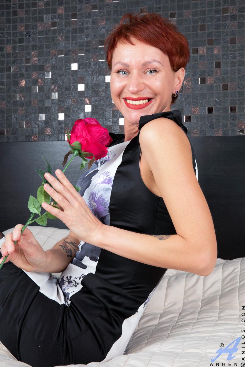 Anilos.com - Anhen: Red Rose