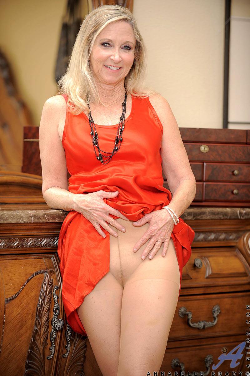 Sexy blonde granny fingers her moist mature snatch