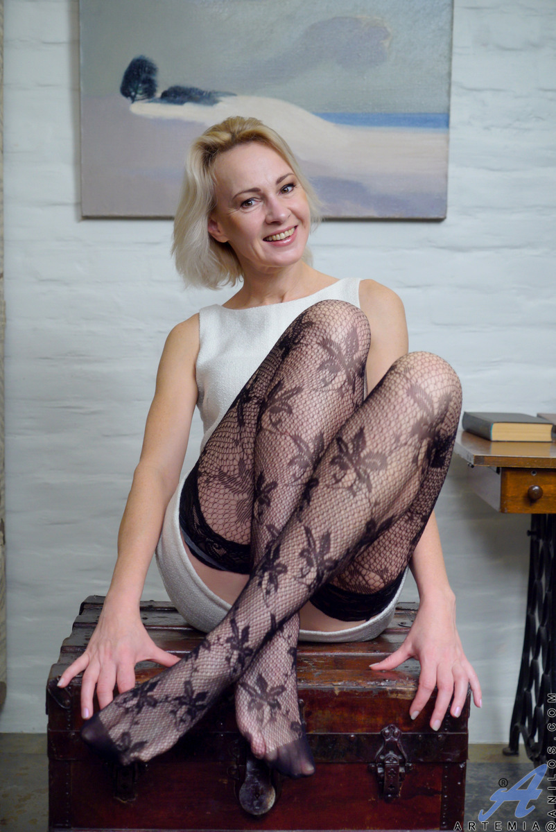 Nude mature british women-3008