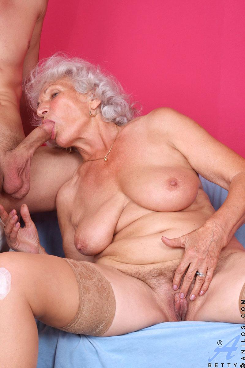 granny upkirt bare pussy