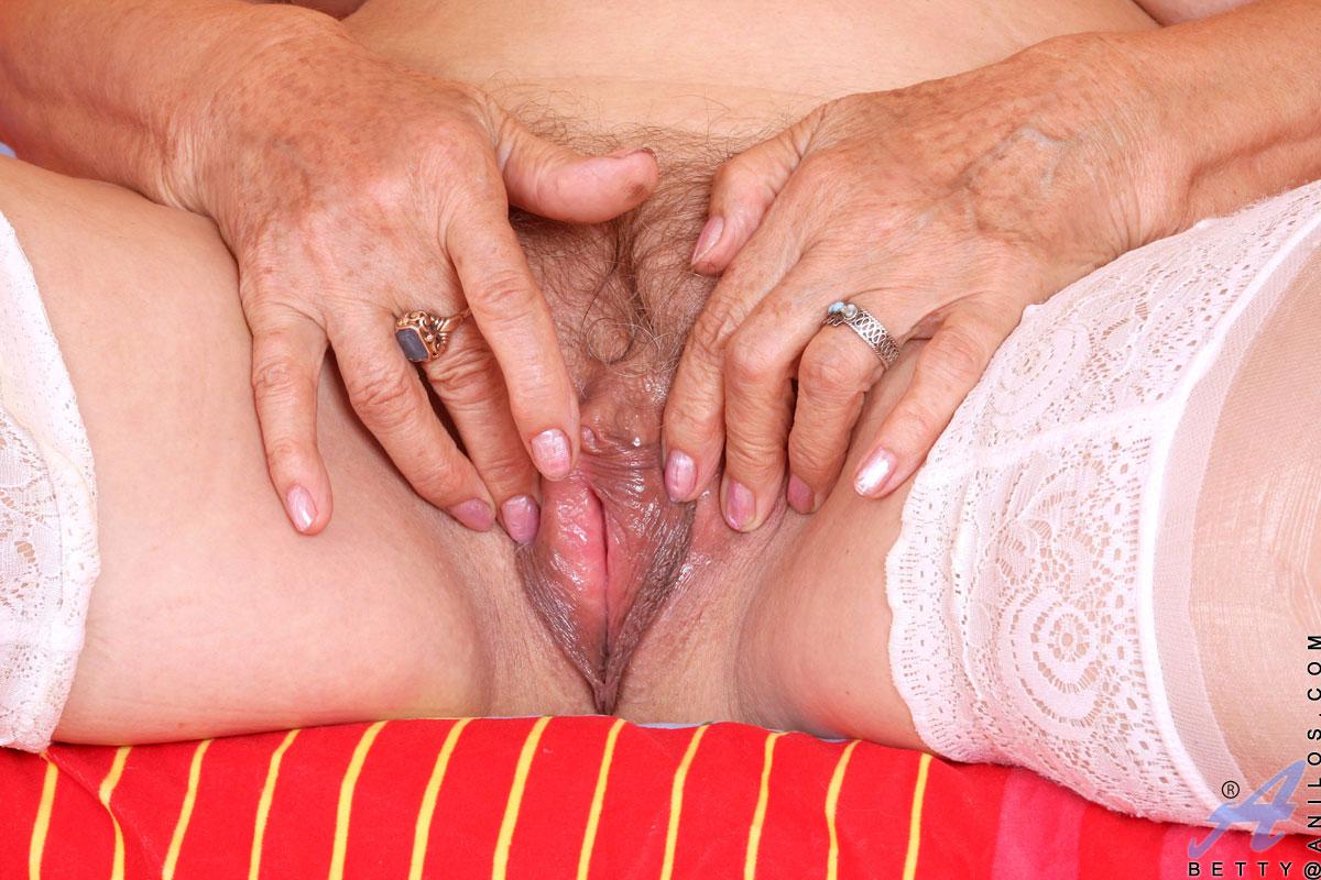 писи старых женщин