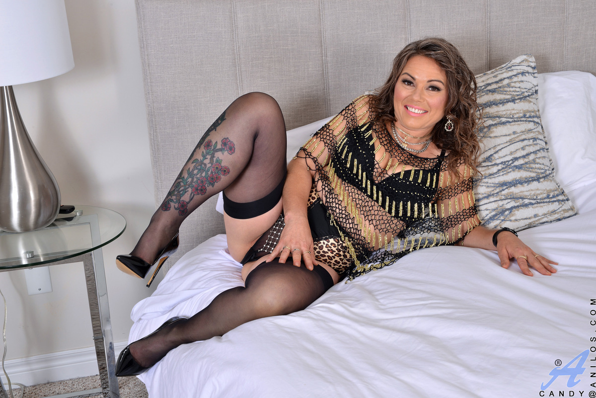 Curvy mama Candy loves to dress in outfits that really show off her incredible figure. This Canadian housewife has lots of time every day to think about how she wants to masturbate. Hard nipples, suckable titties, and a sweet cream filled cunt are just so