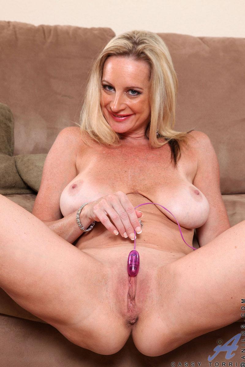 Hot nude girls spread ass