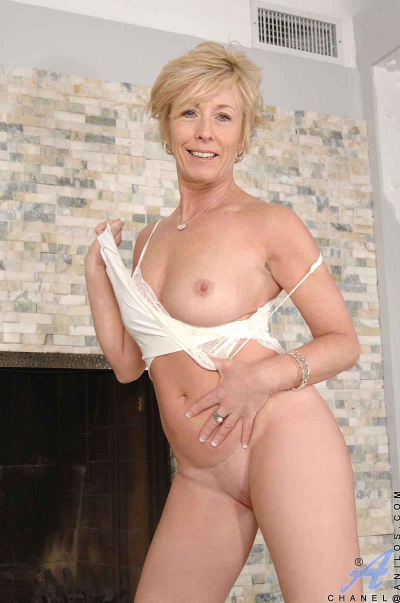 sexy naked wild women