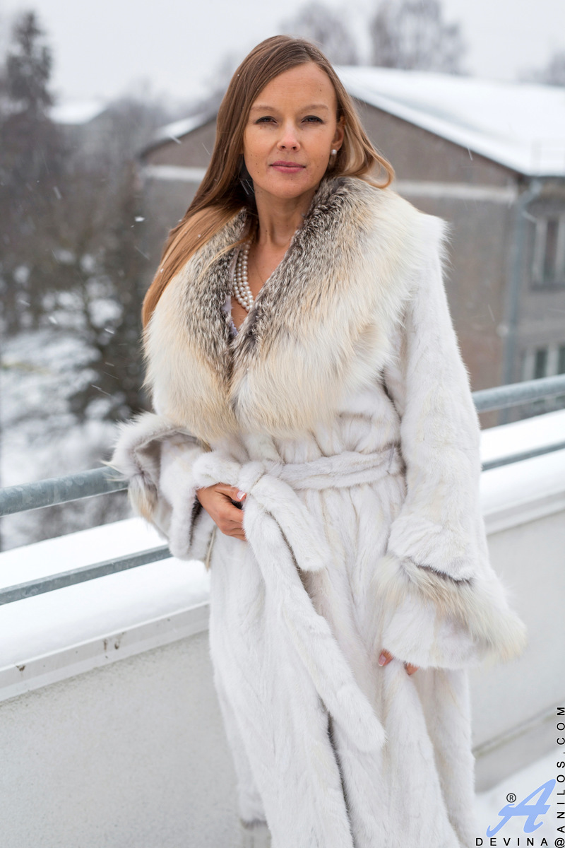 Anilos.com - Devina: Warm Me Up