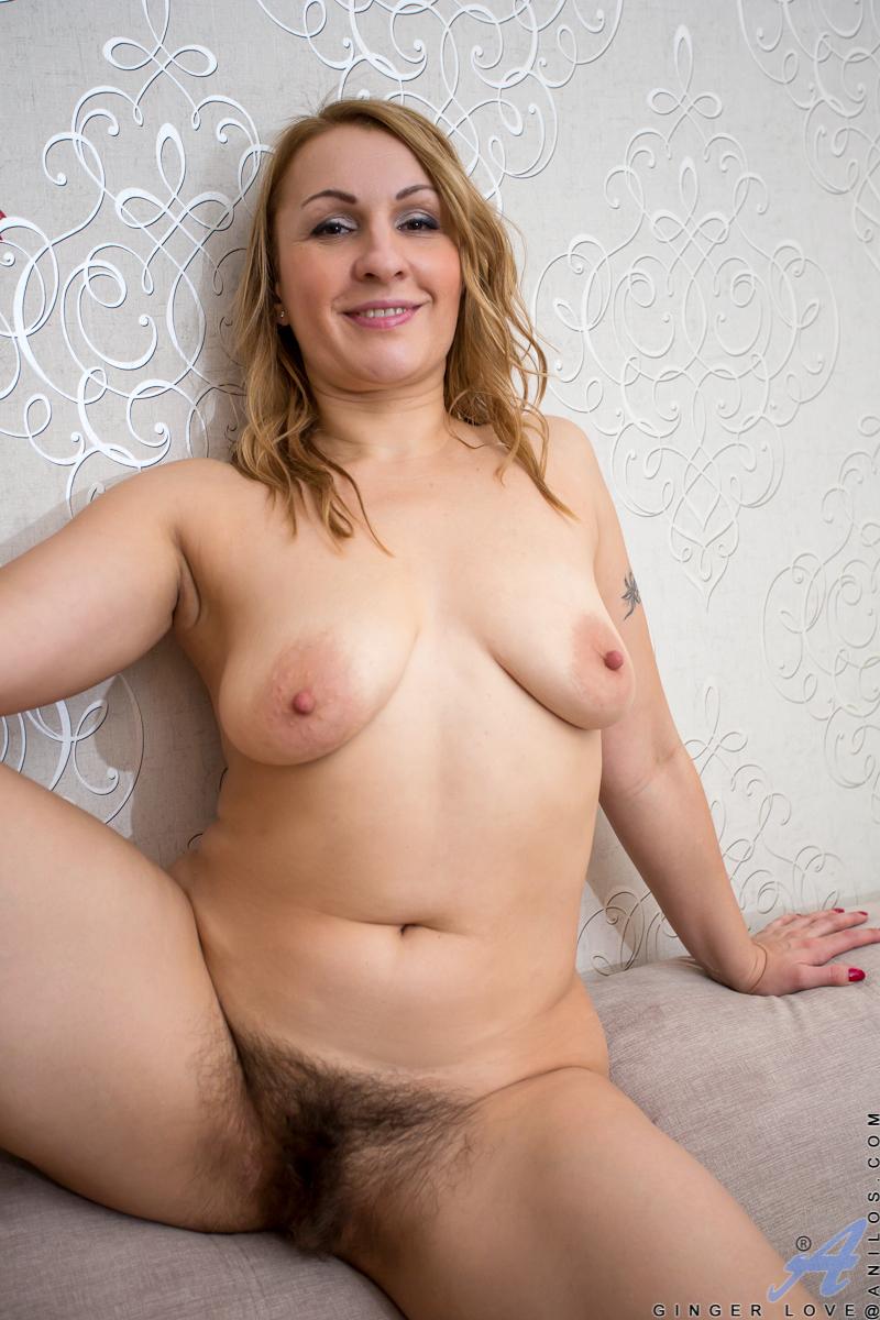 busty mom com