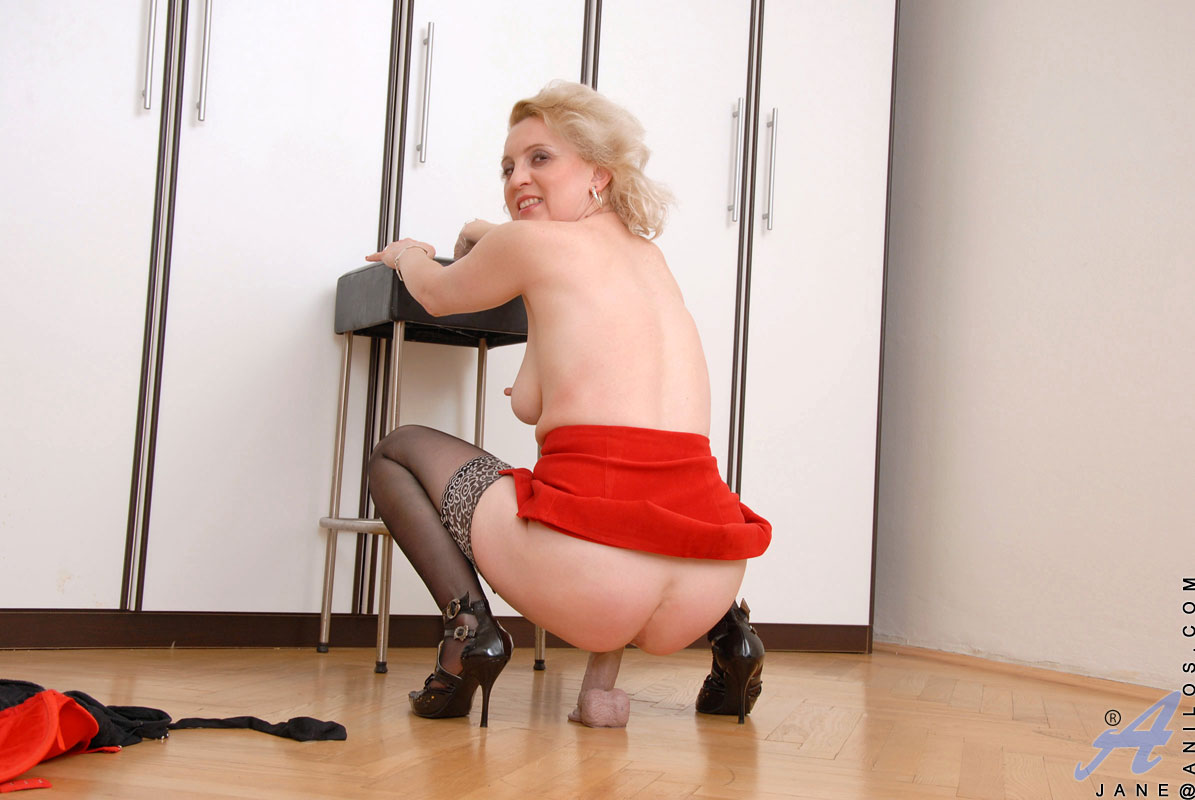 Horny Anilos Jane in extreme satisfaction as she masturbates and dildo-fucks her mature pussy on the kitchen floor