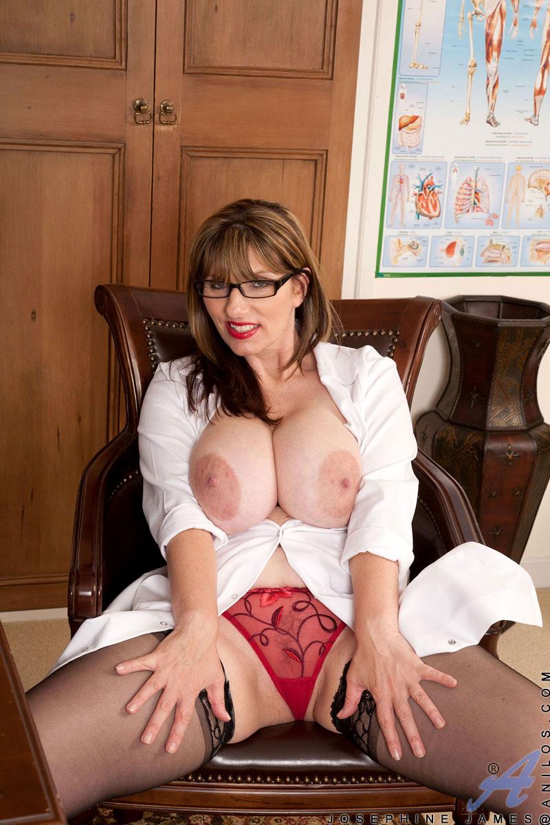 sexy big tit women