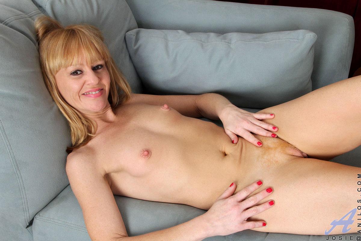 josie model nude pics