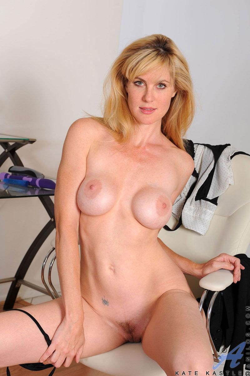 mature moms nude gallery