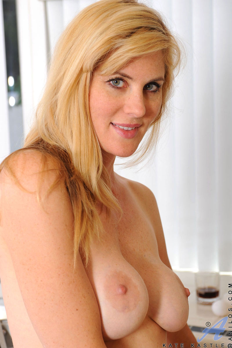 Cougar beauty Kate Kastle fucks herself on the kitchen counter