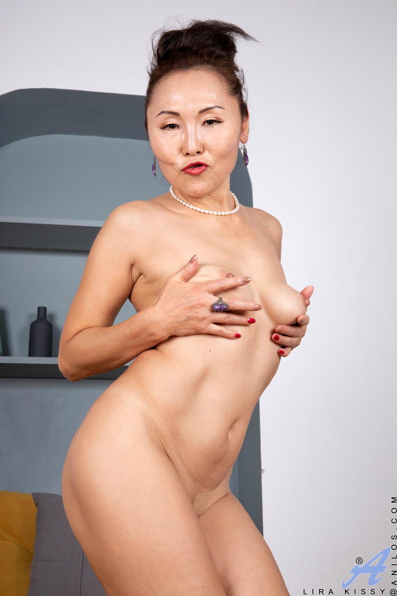 Let mommy Lira Kissy show you how to make a woman cum. She starts with some oral teasing as she gets naked. Then she snaps some dirty selfish of her little titties and shaved cunt. Once the short milf is done messing around, she grabs a tiny vibrator and