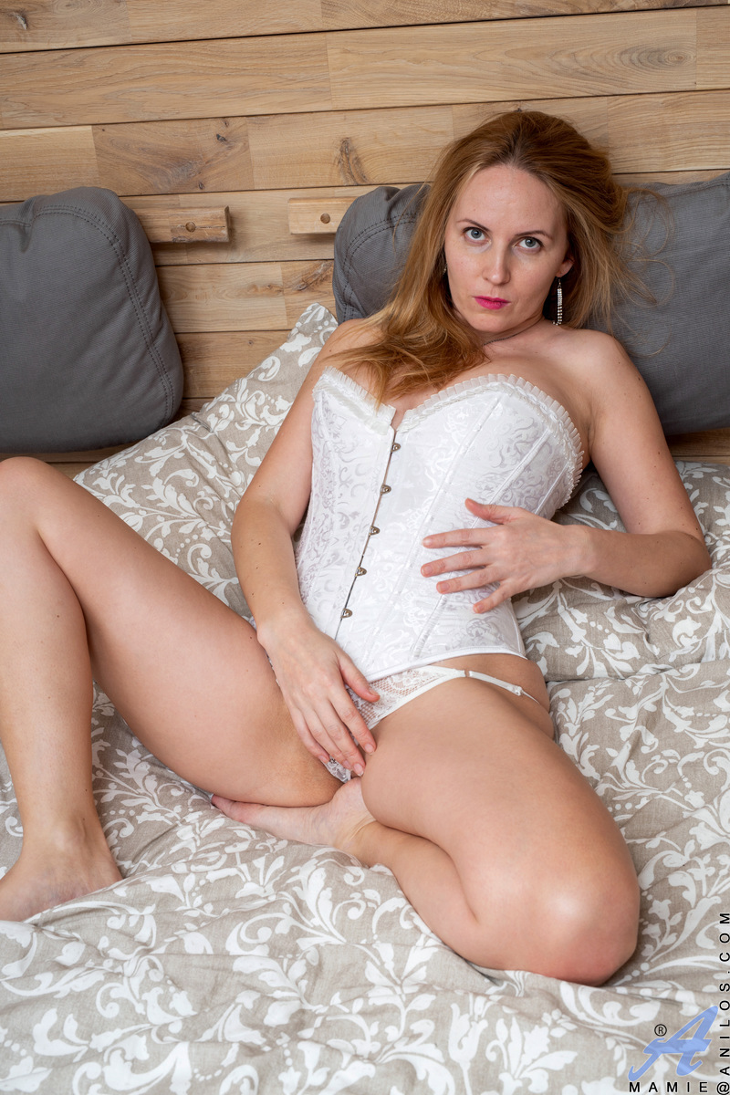 Anilos.com - Mamie: Hot And Bothered