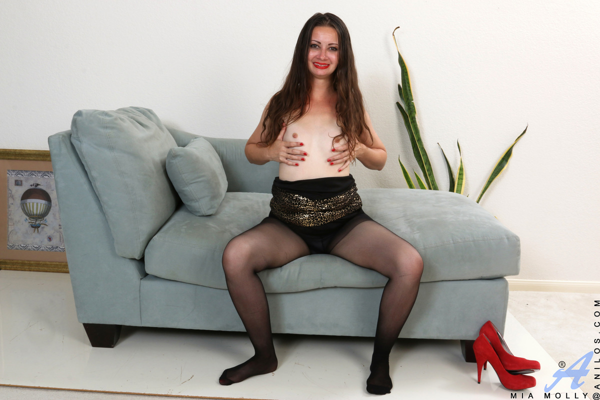 Horny milf Mia Molly is in her sexual prime and always ready to play. Peeling off her evening gown and pantyhose, she gives you a moment to admire her all natural breasts with their hard nipples before turning her attention lower. This voracious mom loves