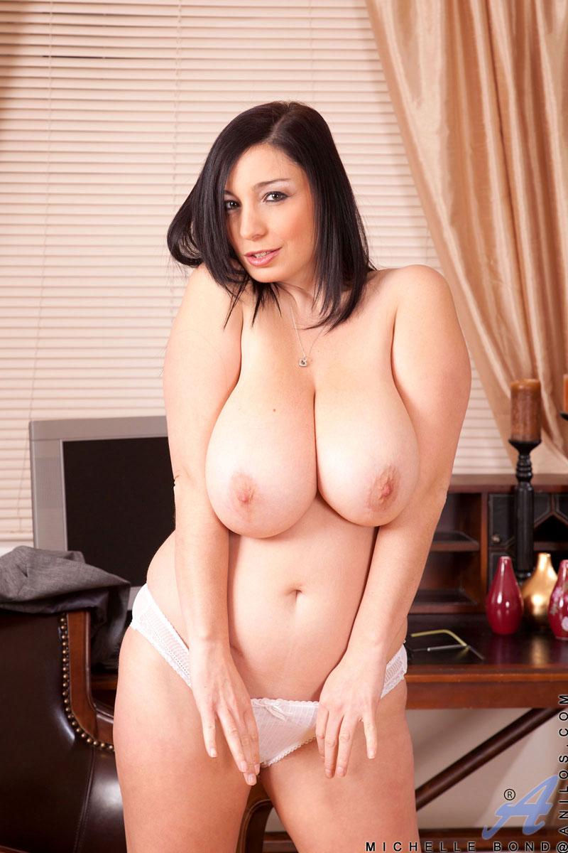 All natural babe with huge tits masturbates at Anilos