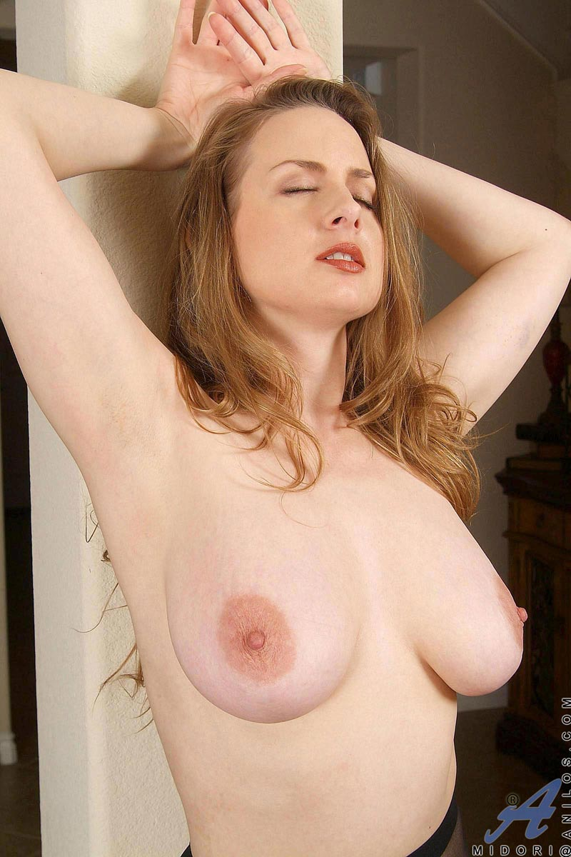 Milky pale skinned anilos babe pleasures her warm pussy