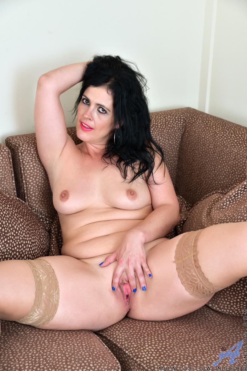 mom legs spread nude
